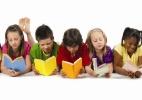 Em literatura, base curricular propõe ordem cronológica inversa (Foto: Reprodução/First Book - Charlotte)