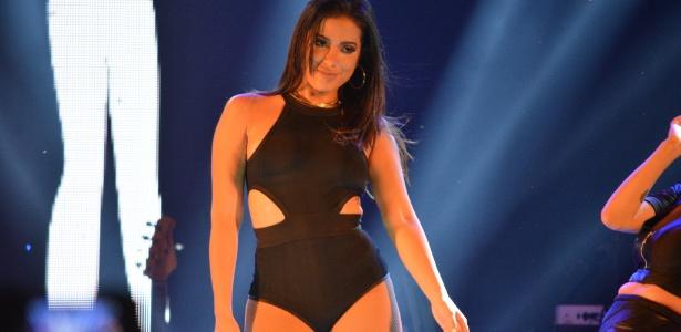 A cantora Anitta passou por um susto ao ver seu condomínio invadido por um fã