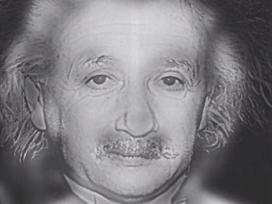 """2.fev.2016 - Quem você enxerga na imagem? Se sua resposta for Albert Einstein, você tem uma visão muito boa. Já se você enxergar Marilyn Monroe, então está precisando ir ao oftalmologista. A figura é uma imagem híbrida, o que significa que tem uma combinação entre uma imagem de """"alta frequência espacial"""" (possui um alto contraste) e uma com """"baixa frequência espacial"""" (não possui foco e é borrada)"""