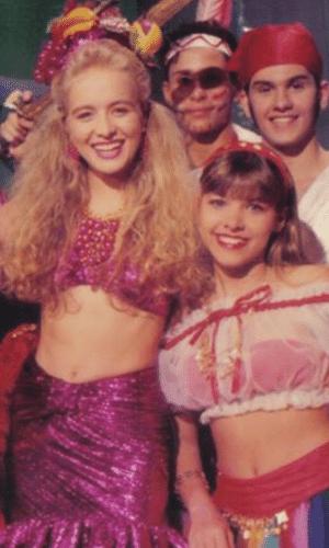 """23.mai.2013 - A atriz Amanda Pinheiro, que interpreta Sharon, a periguete de """"Flor do Caribe"""", já foi uma angelicat. A moça, que fazia parte do programa """"Clube da criança"""", da década de 80, divulgou uma imagem em que aparece ao lado de Angélica. """"Diretamente do túnel do tempooo...rs #recordareviver #clubedacrianca #tvmanchete #angelicat"""", escreveu a bela"""