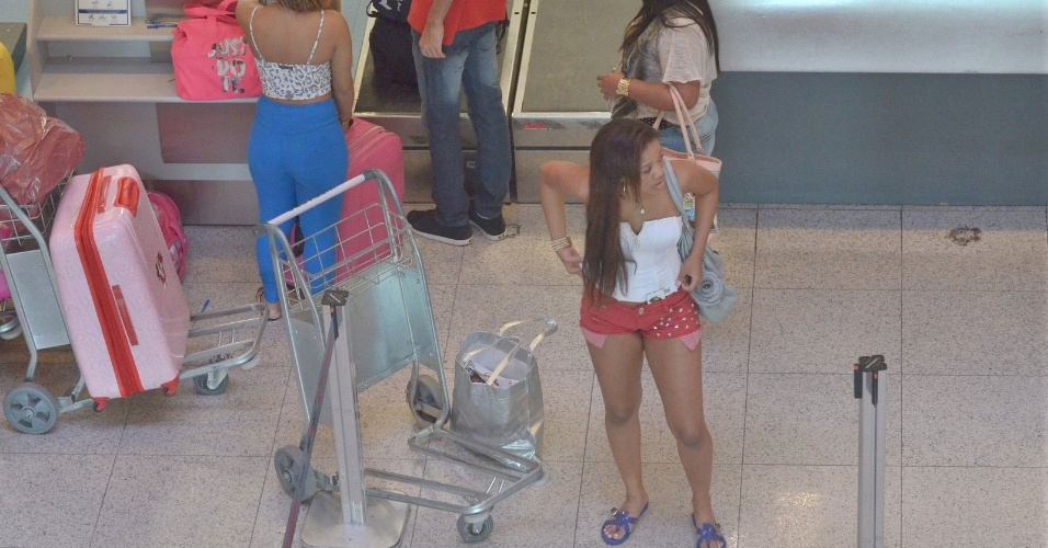 20.mai.2013 - Bruna Marquezine e a cantora Anitta prestigiram a festa