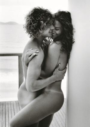 """Loreto e Débora estampam as páginas da edição de junho da """"Vogue ..."""