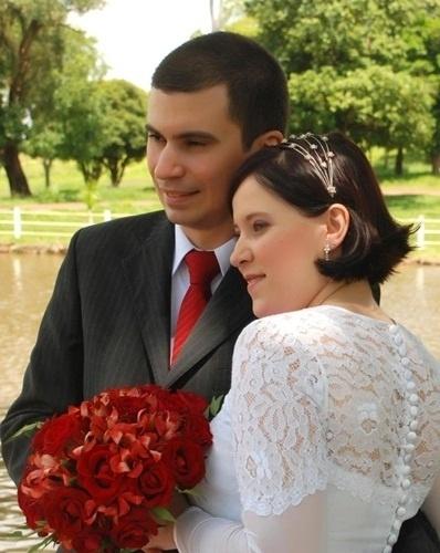 Alessandro Habenschuss e Mônica Neves Moroti casaram em Cravinhos (SP) no dia 17 de dezembro de 2011.
