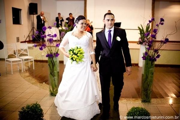 """""""Falta pouco para fazer um ano que eu assumia o compromisso mais importante da minha vida: fazer feliz o meu melhor amigo"""", conta Jéssica Alves, que casou com Felipe David no dia 27 de julho de 2012 em Campinas (SP)."""