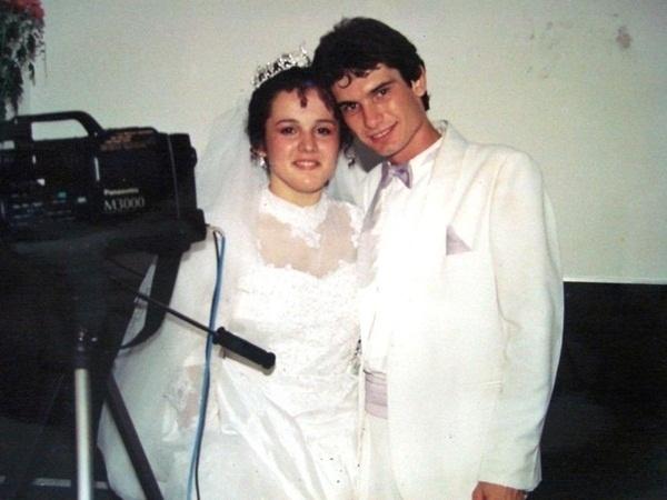 """Ivan Wagner Fernandes e Sônia da Silva Santos Fernandes casaram em Santo André (SP) no dia 17 de dezembro de 1994, mas Ivan faz questão de reforçar o amor que sente por sua esposa: """"Agradeço a Deus essa união de amor e a minha família. Te amo, Sônia"""", declara-se o noivo"""