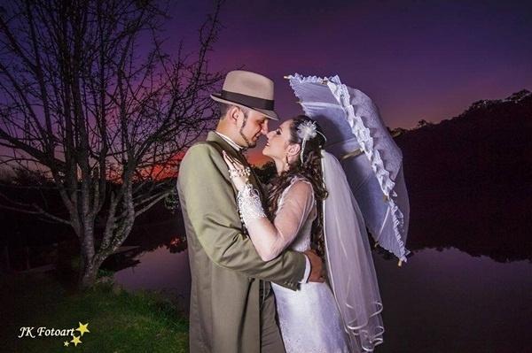 Rodrigo Luis de Queiroz Mendes e Greyce Lucca Aita Mendes casaram em Campo Magro (PR) no dia 11 de maio de 2013.