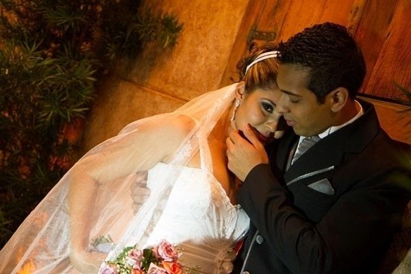 Rafael Soares Marcondes e Fabiana Alves de Oliveira Marcondes casaram em Taubaté (SP) no dia 17 de novembro de 2012.