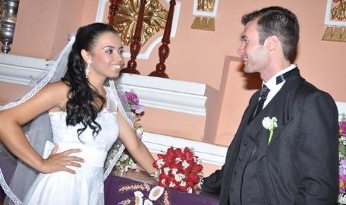 'Foi um momento único para nós dois. Foi tudo lindo!', diz Juliana Maria dos Santos sobre o dia de seu casamento, em 10 de março de 2012. Ela e o esposo, Bruno de Almeida Teixeira, são de Solânea (PB).