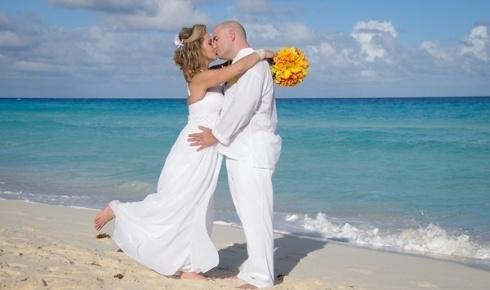 Jefferson Raulino Scomação e Laura Amélia Bortoli, casaram-se emCancun (México), no dia 16 de outubro de 2012.'Inesquecível!', descreve ela.