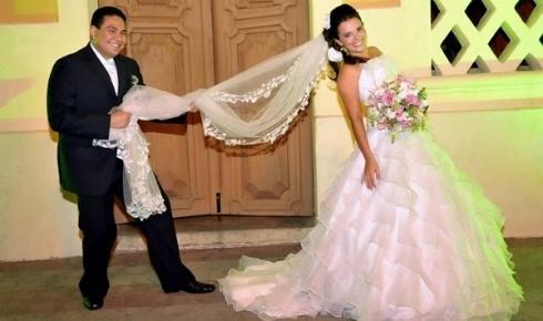 Roberto Queiroz Fernandes de Almeida e Ramberta Maria Leite Torres Queiroz, de Patos (PB), casaram-se em 28 de abril de 2011. ?Foi nosso grande e lindo dia?, diz a moça.
