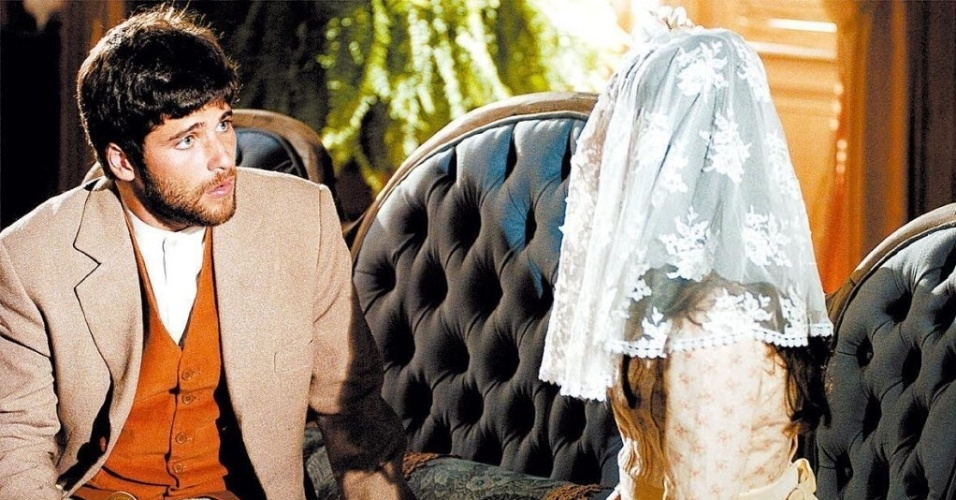 2006 - O primeiro papel de destaque de Isis Valverde foi no papel de Ana do Véu na novela
