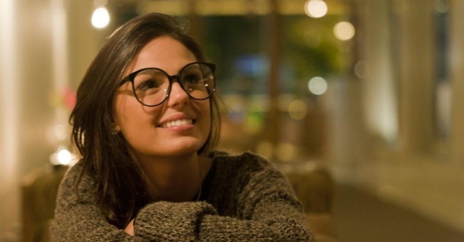 23.jun.2012 - A atriz Isis Valverde posa para fotógrafo em entrevista para a coluna de Mônica Bergamo, da Folha de S. Paulo