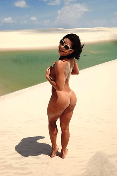 29.mai.13 - A apresentadora Graciella Carvalho tirou toda a roupa para curtir o final de semana nas areias dos Lençóis Maranhenses
