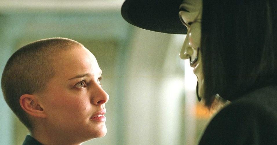 """Para o filme """"V de Vingança"""" (2005), a atriz Natalie Portman raspou a cabeça"""