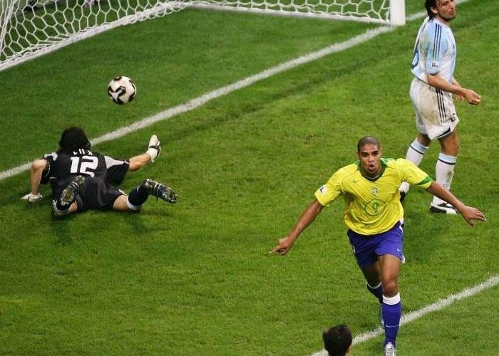 Resultado de imagem para adriano brasil x argentina 2005