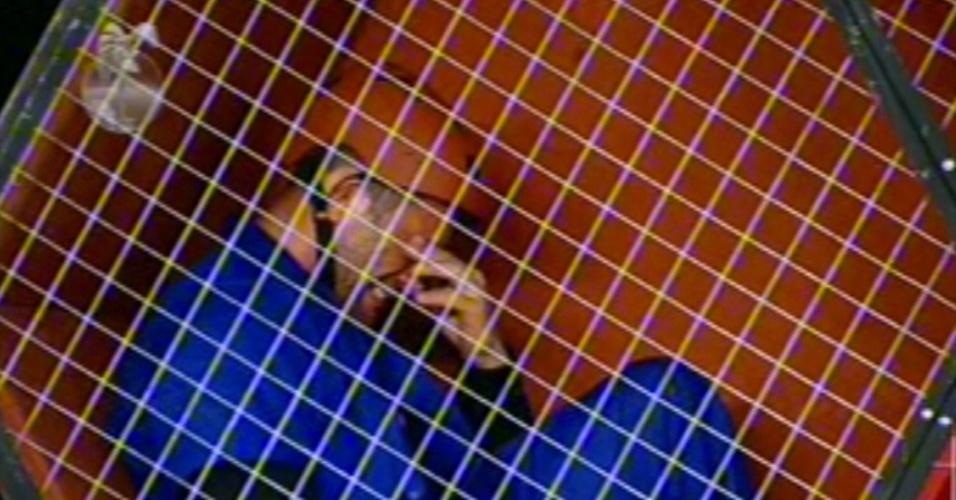 28.jun.13 - O ator Marcos Oliver venceu a terceira etapa do super-poder da chave e garantiu uma vaga na final do programa, nesta sexta-feira (28). Mesmo sem saber qual o poder da chave, o ator ficou muito emocionado com a vitória.