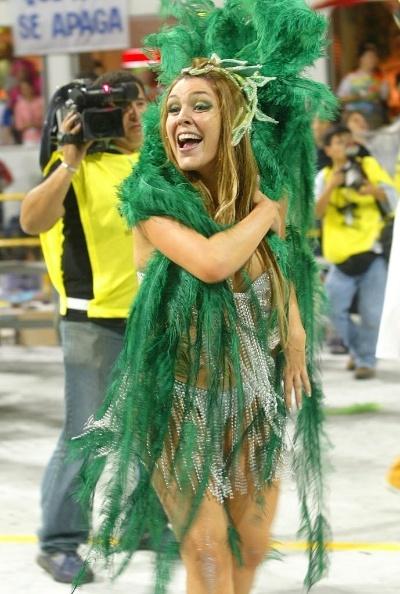 2005 - Simony participa do desfile da escola de samba paulista Acadêmicos do Tucuruvi, no sambódromo do Anhembi