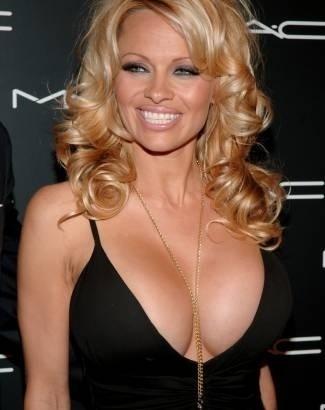 """da TV nos EUA em dezembro de 2007. A ex-coelhinha da """"Playboy"""