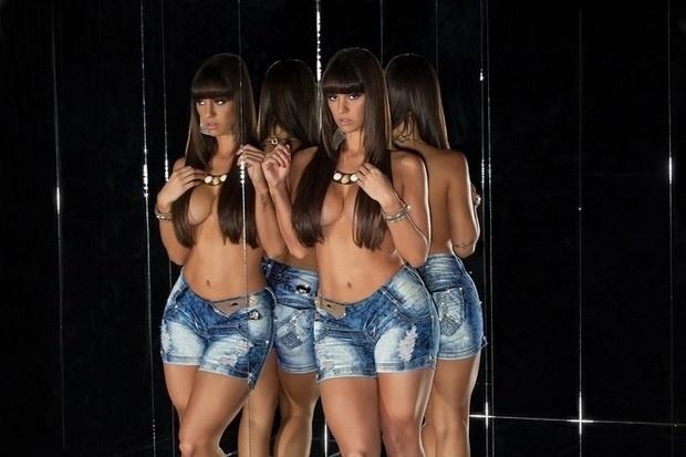 20.ago.2013 - A panicat Carol Dias mostrou sensualidade ao posar para uma campanha publicitária da grife Set Jeans. Ousada, a gata exibiu ótima forma com roupas coladas