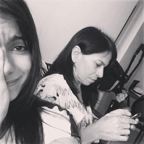 """25.ago.2013 - Anitta posta foto triste após ter celular roubado em aeroporto do Rio de Janeiro.""""Amigos, pessoas que falam comigo e pessoas que não vivem sem mim: fui roubada hoje por um """"megafã"""" (risos) enquanto tirava fotecas com ele. Estou sem celular. Se falarem comigo, não vou responder. Mas não é porque estou fazendo egípcia. É porque estou sem telefone. Beijos com amor e alegria"""", escreveu Anitta pelo celular da mãe"""