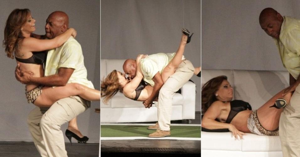 2.set.2013 - A modelo e atriz Viviane Araújo estreou nesta segunda-feira (02) o espetáculo