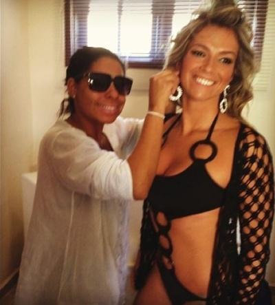"""3.set.2013 - A ex-BBB Fani Pacheco deu uma amostra dos bastidores da gravação de um clipe para os fãs na web. Na imagem, a beldade exibiu as curvas em um maiô sensual: """"Amei meu look"""", escreveu Fani no Instagram"""
