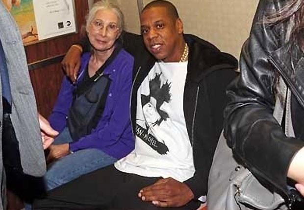 Out.2012 - Em um dia de simples mortal, Jay-Z, o maridão de Beyoncé, resolveu usar o metrô para ir ao último de seus oito shows no Barclays Center, no Brooklyn. Dentro do vagão, ele começou a conversar com uma senhora, que não entendeu muito bem a razão do alvoro&#