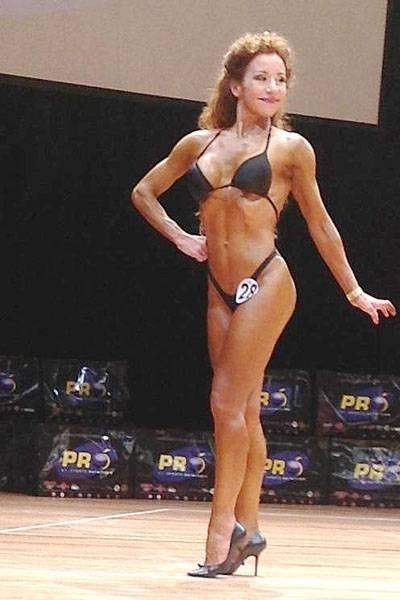 11.out.2013 - Claudia tem 51 anos e participa de uma modalidade de fitness chamada fisiculturismo natural, ainda não popularizada no Brasil