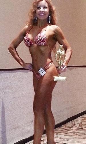 11.out.2013 - Claudia tem 51 anos e participa de uma modalidade de fitness chamada fisiculturismo natural, ainda não popularizada no Brasil. Ela se alimenta apenas de comida orgânica não processada e não industrializada e faz um intenso treinamento diário