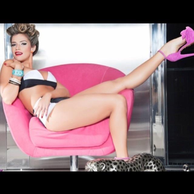 """2.jan.14 - A ex-BBB Fani Pacheco mostrou muita sensualidade e flexibilidade em um ensaio especial para o site """"Garota Pin-up"""". A bela divulgou algumas imagens em sua conta no Instagram"""