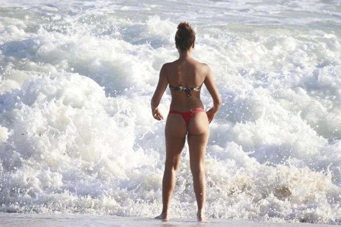 Corpao Ao Tomar Banho De Mar Na Praia Da Reserva No Rio Janeiro