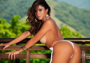 Capa da Sexy, modelo conta que gosta de carinho e pegada