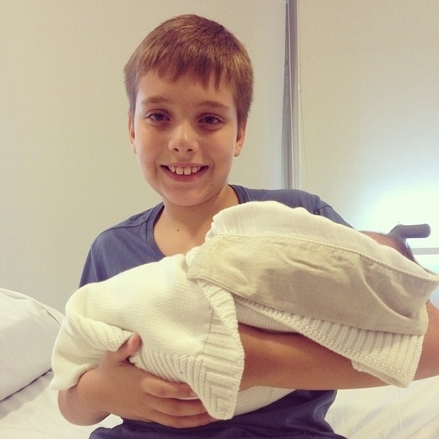 08.mar.2014 - Alexandre, primeiro filho de Ana Hickmann, e o sobrinho da apresentadora