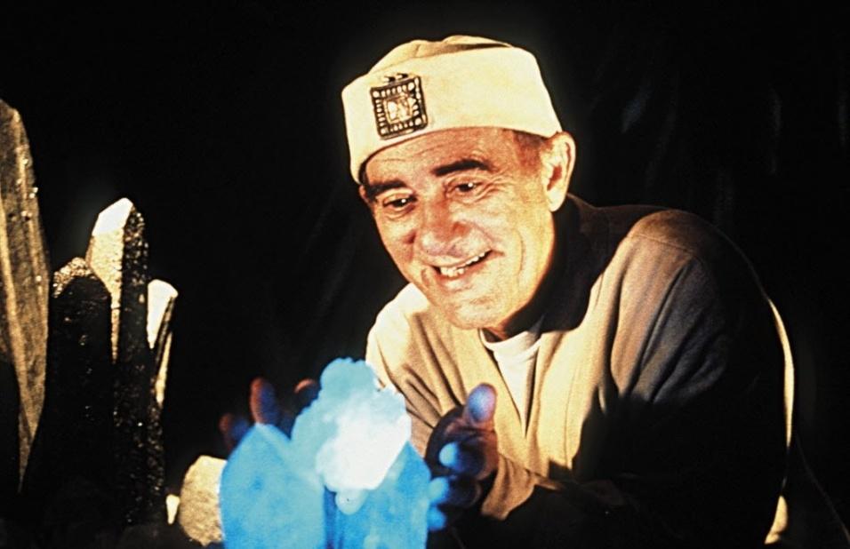 """1999 - O humorista Renato Aragão, o Didi, (à dir.), em cena do filme """"O Trapalhão e a Luz Azul"""", com direção de Paulo Aragão e Alexandre Boury"""