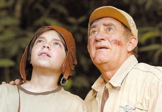 """2006 - Renato Aragão (à dir.) e o ator-mirim João Paulo Bienemann no filme """"Didi, o Caçador de Tesouros"""", o 45º do comediante, dirigido por Marcus Figueiredo"""