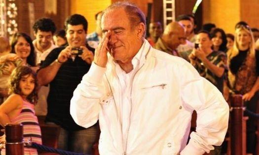 """2010 - Renato chora durante gravação do especial """"Eu Sou Renato Aragão - Especial Didi 50 Anos"""" em Aparecida, em São Paulo."""