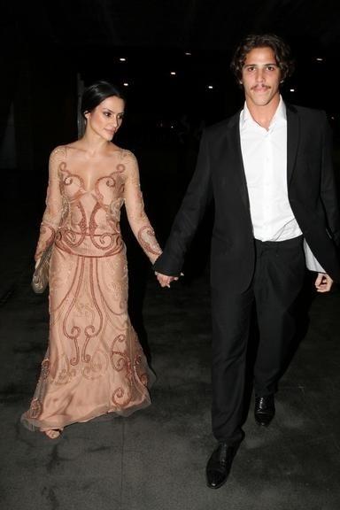4.abr.2014 - Cléo Pires foi ao casamento de Maíz de Oliveira acompanhada do namorado Rômulo Arantes Neto