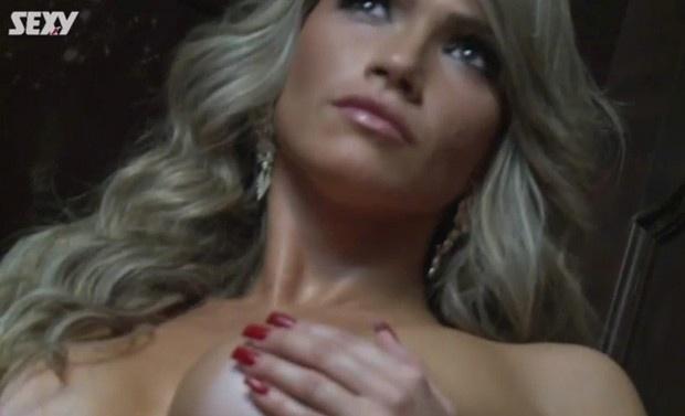 15.abr.2014 - Inspirada em Lindsay Lohan, a ex-BBB Fani Pacheco mostrou bastante ousadia em seu mais recente ensaio nu para a revista Sexy.