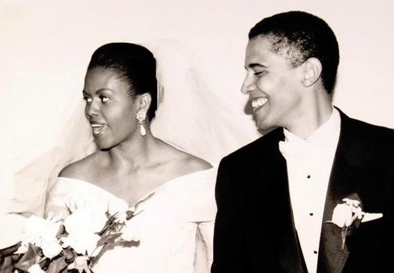 22.abr.2014 - Michelle e Barack Obama se casaram em Chicago, nos Estados Unidos, em 1992 . A foto faz parte do livro do historiador norte-americano George Undstunny, que reúne imagens dos homens mais poderosos do planeta no dia de seus casamentos