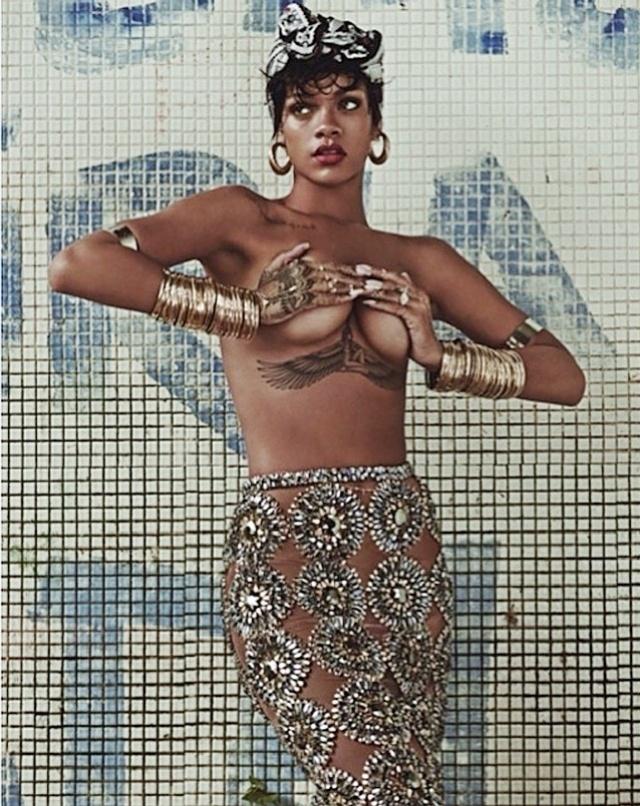 28.abr.14 - A cantora Rihanna divulgou imagens e as duas capas da edição especial de aniversário da Vogue Brasil, em maio. Em uma das fotos postadas por ela em sua conta no Instagran, a morena aparece de topless cobrindo os seios com as mãos. O ensaio foi clicado no Rio de Janeiro no início do ano e, de acordo com a artista, a intenção era posar como uma verdadeira brasileira.