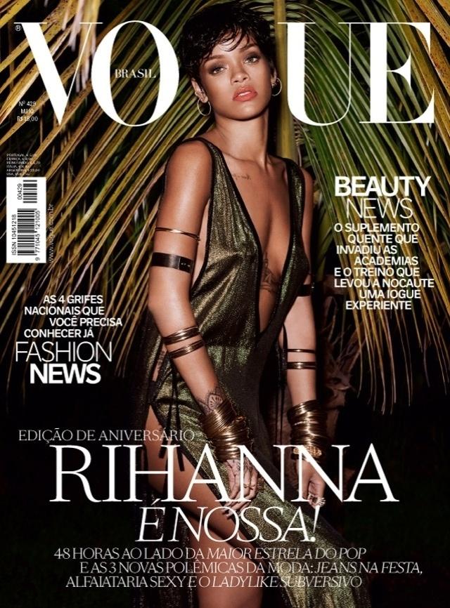 28.abr.14 - A cantora Rihanna divulgou imagens e as duas capas da edição especial de aniversário da Vogue Brasil, em maio. O ensaio foi clicado no Rio de Janeiro no início do ano e, de acordo com a artista, a intenção era posar como uma verdadeira brasileira.