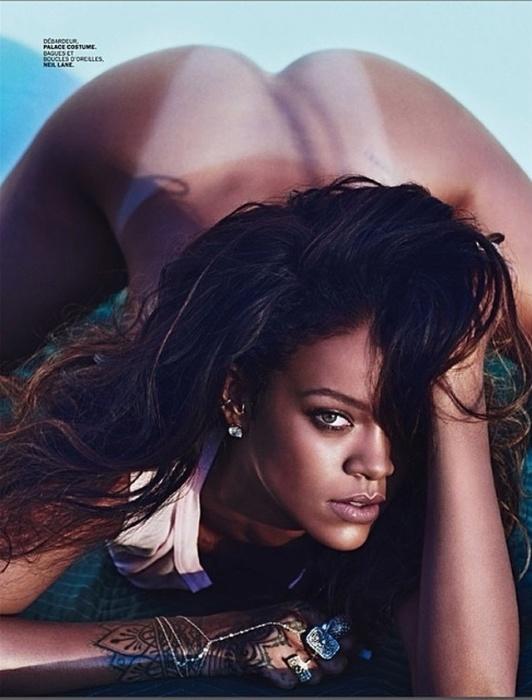 29.abr.2014 - Usando apenas uma blusinha branca, Rihanna faz pose provocante em ensaio para as lentes do fotógrafo Mario Sorrenti, destaque da revista Lui de maio