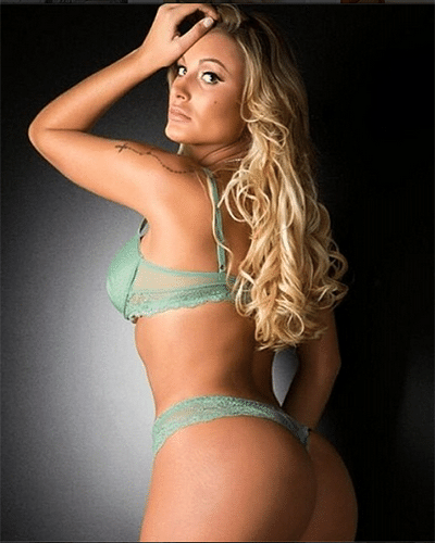 11.maio.2014 - A vice Miss Bumbum 2012 mostrou que ainda está podendo em ensaio fotográfico de lingerie.