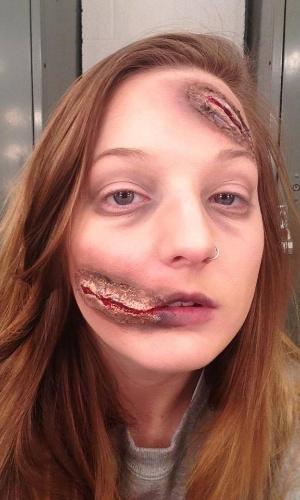 """23.mai.2014 - A maquiadora americana Elsa Rhae, uma fã dos heróis em quadrinhos e das séries de TV, adora postar suas transformações no Facebook e deixa os seus seguidores de queixo caído com sua capacidade de virar """"outra pessoa"""" apenas com seu talento para se maquiar"""