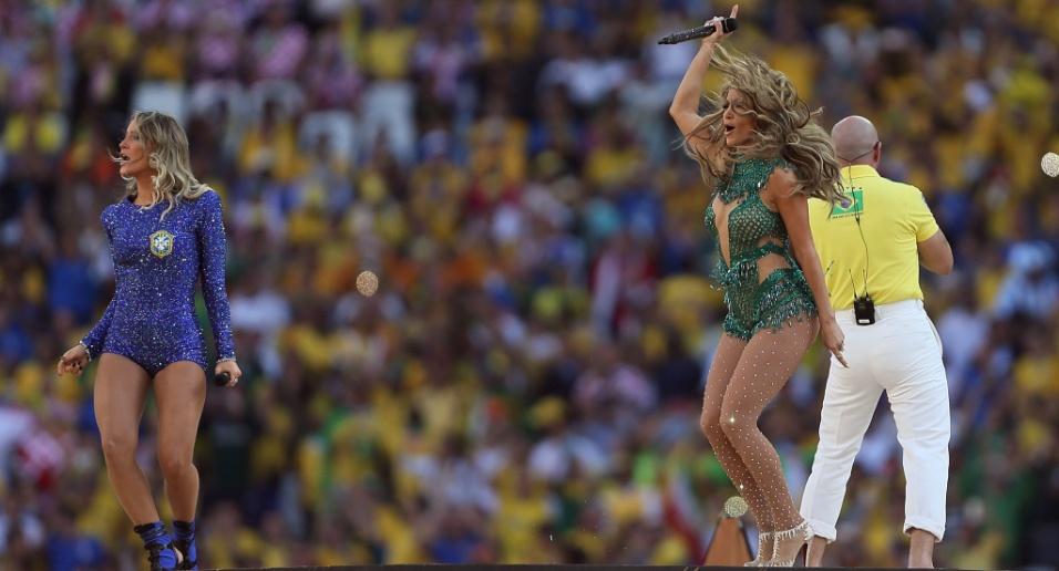 12.jun.2014 - Claudia Leitte, Jennifer Lopez e rapper PitBull na cerimônia de abertura da Copa