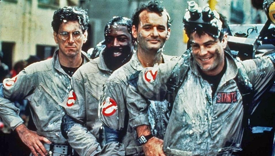 """9.jul.2014 - No dia 7 de julho de 1984, o filme """"Os Caça-Fantasmas"""" foi lançado nos Estados Unidos, que retratava um grupo de professores que abrem uma empresa especializada em caçar e estudar fenômenos sobrenaturais. O filme se tornou um dos maiores sucessos daquela década e um ícone da comédia cinematográfica. Veja como estão os atores do filme 30 anos depois"""