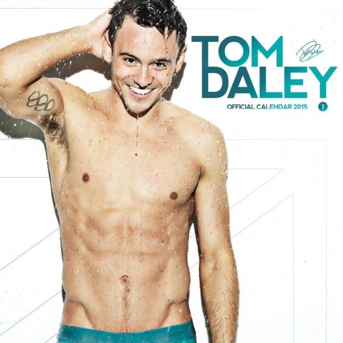 26.jul.2014 - O saltador britânico Tom Daley anunciou o seu calendário para 2015. Considerado o homem mais sexy do mundo neste ano, o esportista assumiu sua homossexualidade no final de 2013. O calendário conta com 16 fotos, ou seja, 4 a mais do que um calendário de 12 meses costuma ter.