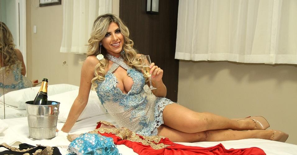 2.ago.2014  - Ana Paula Minerato faz 'ensaio particular' em quarto de hotel antes de festa de lançamento da revista Sexy, no centro do Rio de Janeiro