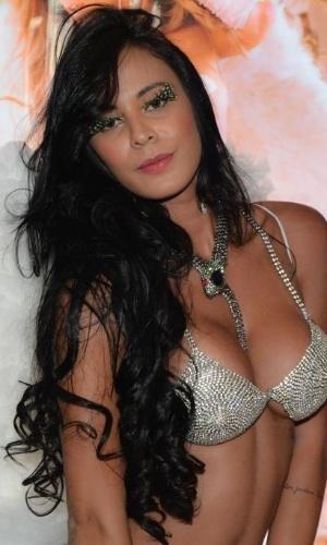 4.ago.2014 - A ex-Gata do Paulistão Lorena Bueri arrasou no look sensual com uma lingerie de R$ 10 mil em um desfilo em uma sexy shop de São Paulo