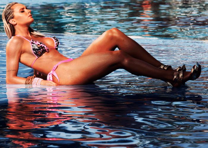 13.ago.2014 - Juju Salimeni estrelou ensaio de biquíni para promover a nova coleção de sua marca. Nas fotos, tiradas em um hotel no Guarujá (SP), a gata exibiu curvas definidas e bronzeado impecável